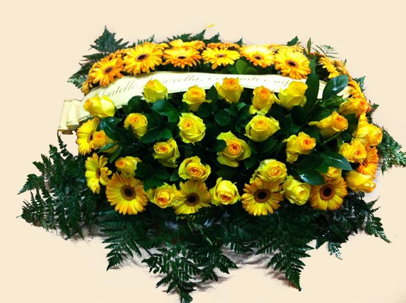 cuscino-fiori-freschi-gialli-ferri