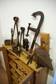 storica-attrezzatura-da-lavoro-ferri-ferruccio